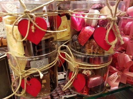Gevulde love chocolate